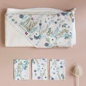 """CADEAU DE NAISSANCE 🎁 Si vous ne savez pas quoi offrir lors d'une naissance, sachez que la sortie de bain est toujours une bonne idée!  Les jeunes parents n'en auront jamais trop et c'est quelque chose dont on se sert très souvent et qu'il faut souvent laver... Alors, autant en offrir une fabriquée en France avec des tissus bios et des jolis imprimés 🇫🇷 Ici, la sortie de bain """"Flower Power"""" avec 3 petites lingettes lavables 😉 https://www.chouchouette.fr/19-sortie-de-bain  #chouchouette #sortiedebain #cadeaudenaissance #birthgift #madeinfrance"""