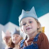Contagion de SOURIRE! 🥰 Avec nos couronnes en gaze de coton pour un coté plus royal! 👑 #chouchouette #contagiondesourire #contagion #sourire #couronneenfant #fabriqueenfrance #dimanche #madeinfrance #reine #souriredenfant