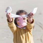 Voici le petit nouveau dans la famille des doudous 🐇  Avec son air trop mignon et sa petite taille adaptée aux mains des plus petits, il saura séduire tous les enfants mais surtout les câliner à tout moment 🥰.  Les différentes textures (gaze de coton et doudou) permettront aux plus petits de s'éveiller et de faire le plein de douceur pour les plus grands. En plus, il a deux oreilles différentes et c'est tellement chouette!  Elles pourront être longuement manipulées et même nouées pour accrocher Mon Petit Lapin partout.  Le doudou de votre enfant sera très différent des autres car les tissus sont pensées 💭 et illustrés ✏ par la créatrice! Découvrez dès maintenant tous ces infos sur notre site internet (lien en bio). #nouveauté #nouveauproduit #chouchouette